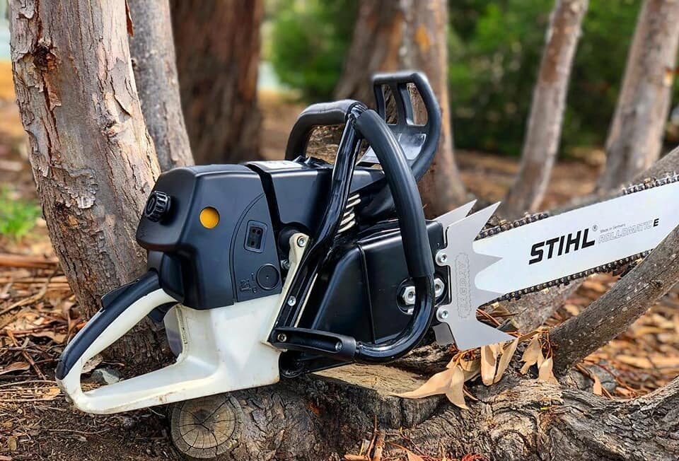 black stihl chainsaw